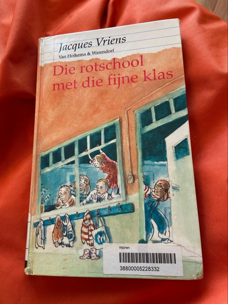 Kaft van kinderboek Die rotschool met die fijne klas, van Jacques Vriens